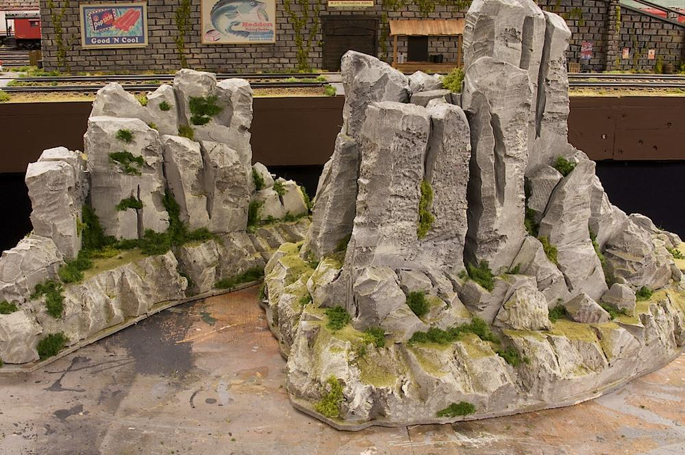 Building mountains using wire lathe and drywall compound o gauge