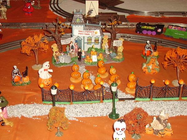 z - Halloween - haunted house closeup