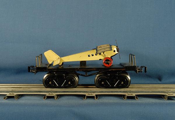 Car_Fandor_Flat_With_Airplane_2