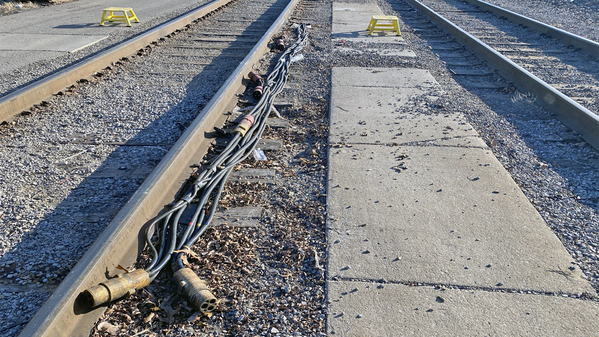 6 Amtrak cables