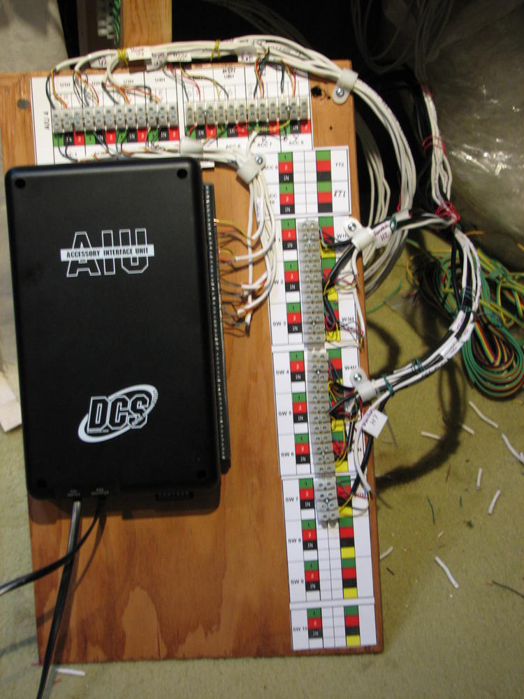 layout Jan 2013 078 connecting lionel fastrack uncoupler to aiu o gauge railroading lionel uncoupler wiring diagrams at nearapp.co