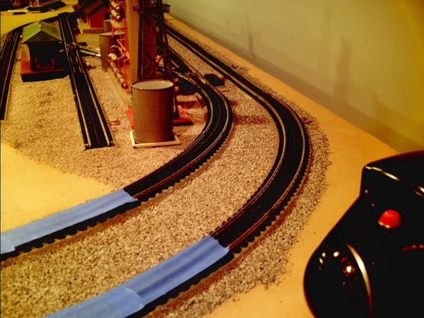 Mainline curves - rear of layout - north end - 01