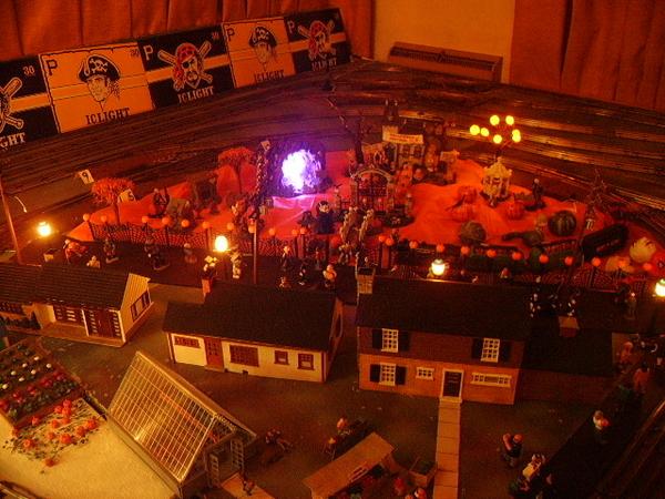 zz - Halloween straight on - night