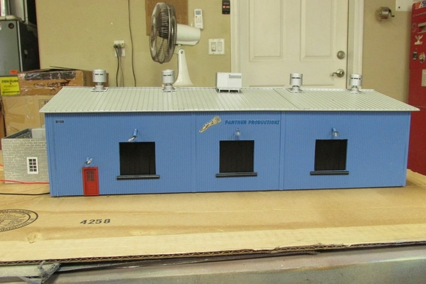 2020-11-11 S Scale Freight Building 002