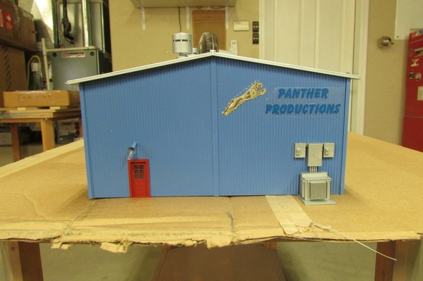 2020-11-11 S Scale Freight Building 005