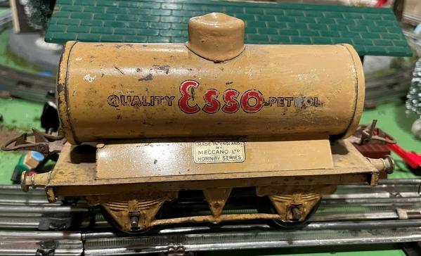 Hornby Esso Tanker 36