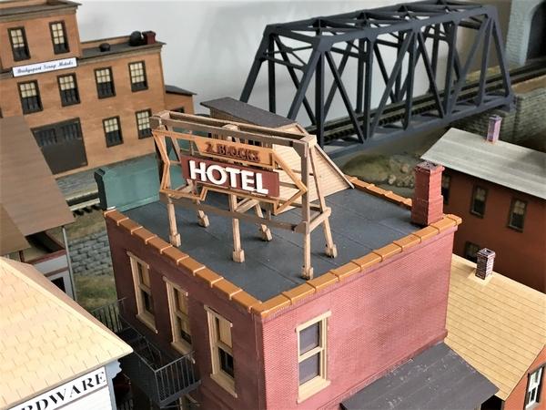 MELGAR_2021_0612_22_ROOFTOP_HOTEL_SIGN