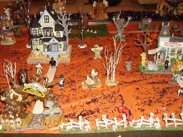 z - Halloween House middle left 2