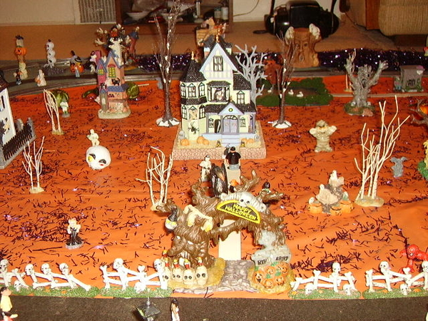 z - Halloween House middle
