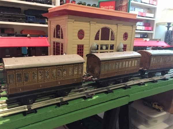 Hornby LNER [brown) coaches
