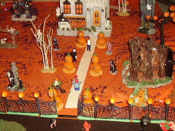 z - Halloween right area closeup
