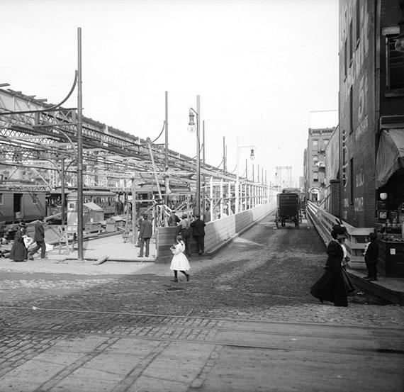 1906-Williamsburg-Bridge-Entrance-at-Delancey_Street