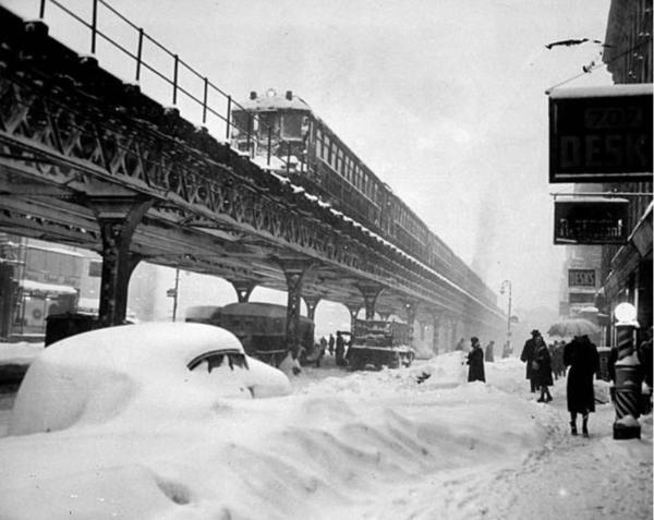 N to NB 3AV EL Local at E.45St 12-1947 Snow Storm