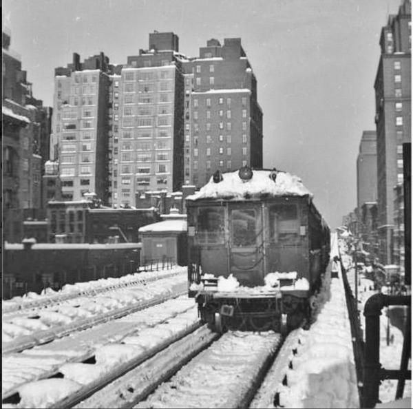 N to NB Local lgv E.76St STA-3AV EL-1947 snow