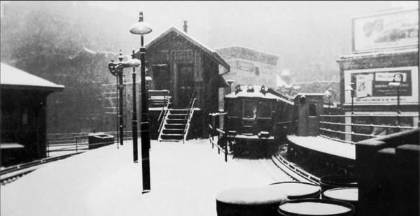 N from N end 3AV EL South ferry Station-1947 SNOW