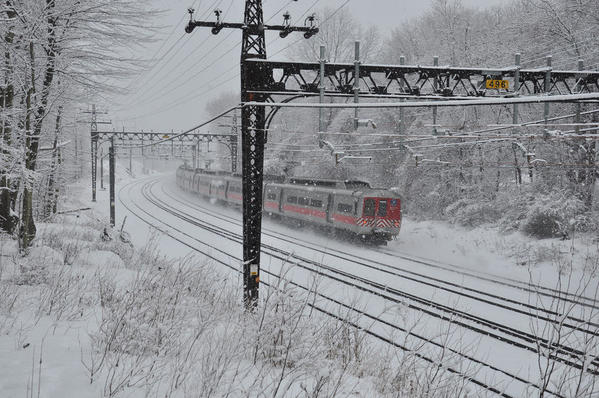 CON-DOT [ex-NHRR) MU Train in snow in Connecticut-2015