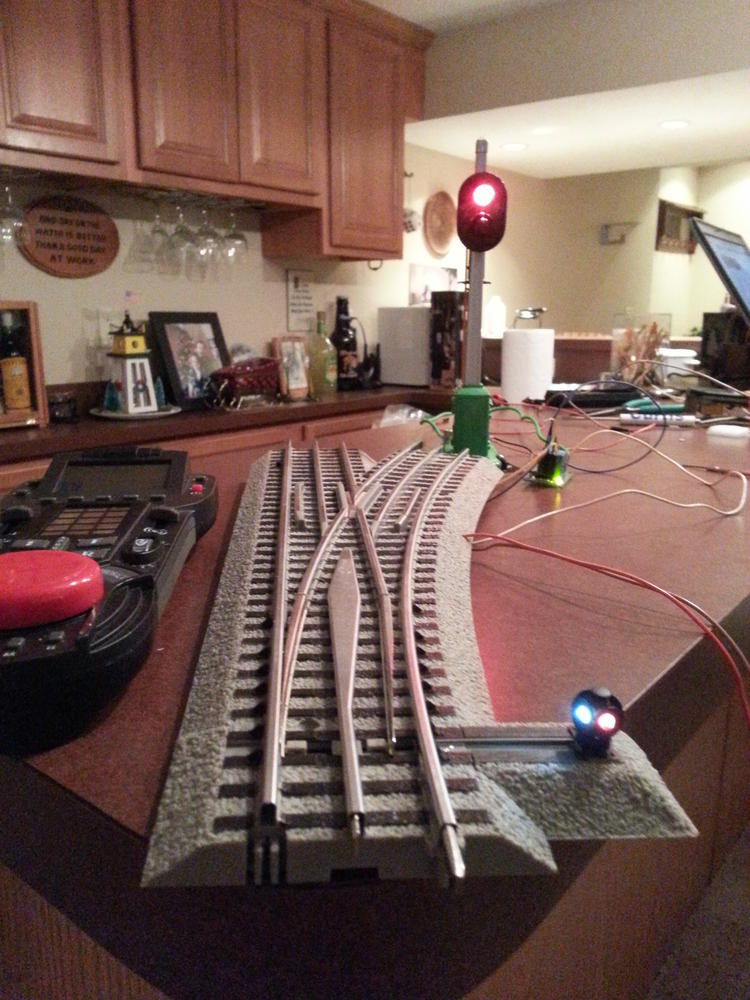 Lionel Fastrack Command Control Switch wired to a 153 block signal – Lionel Fastrack Wiring Signals