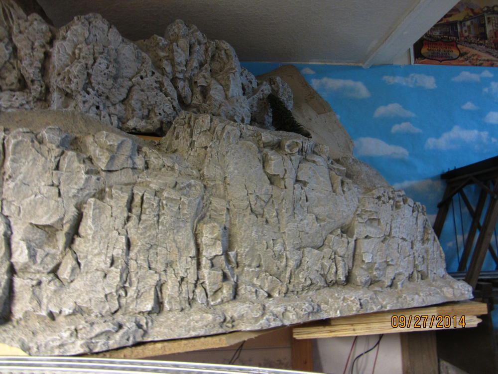 Painting foam board mountains o gauge railroading on - How warm does it have to be to paint outside ...