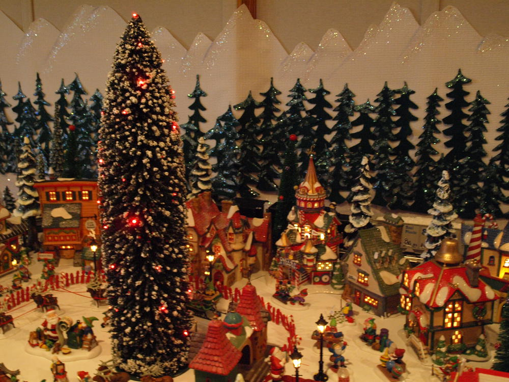 14 Ft Christmas Tree Part - 50: Vehicles 098