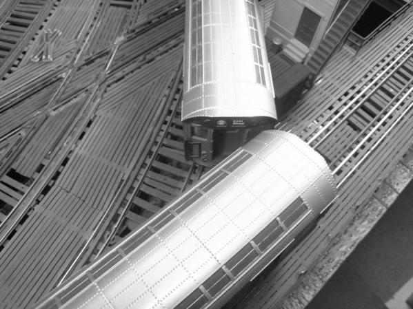 irt-train-splits-switch-on-the-el_5696201264_o