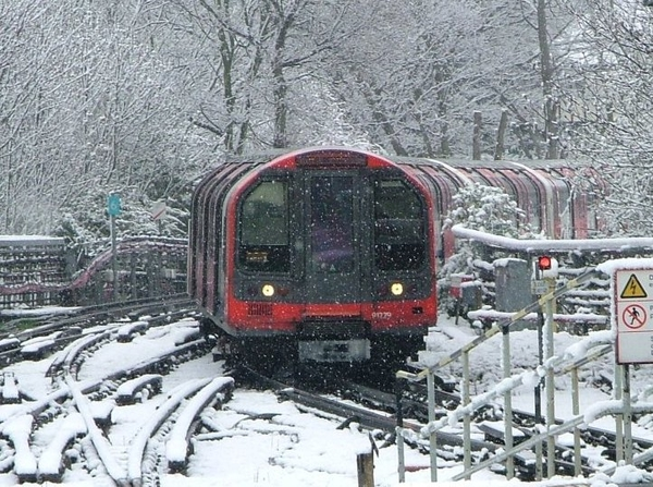 England-snow-loughton-jp