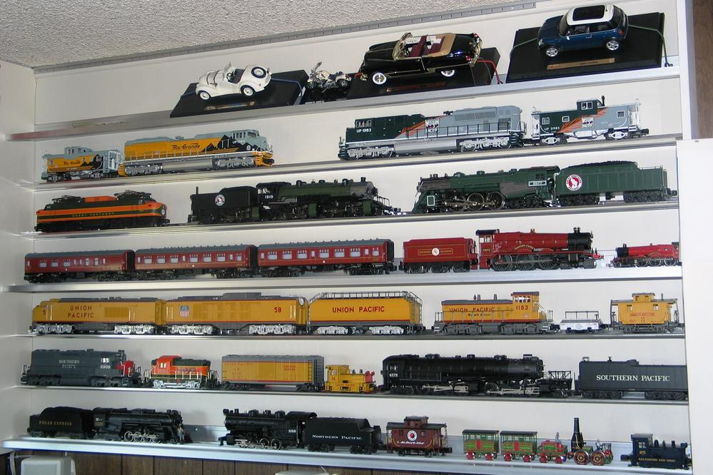 which shelving is better glenn synder or rail rax o gauge rh ogrforum ogaugerr com model train shelf layout services model train shelf around room