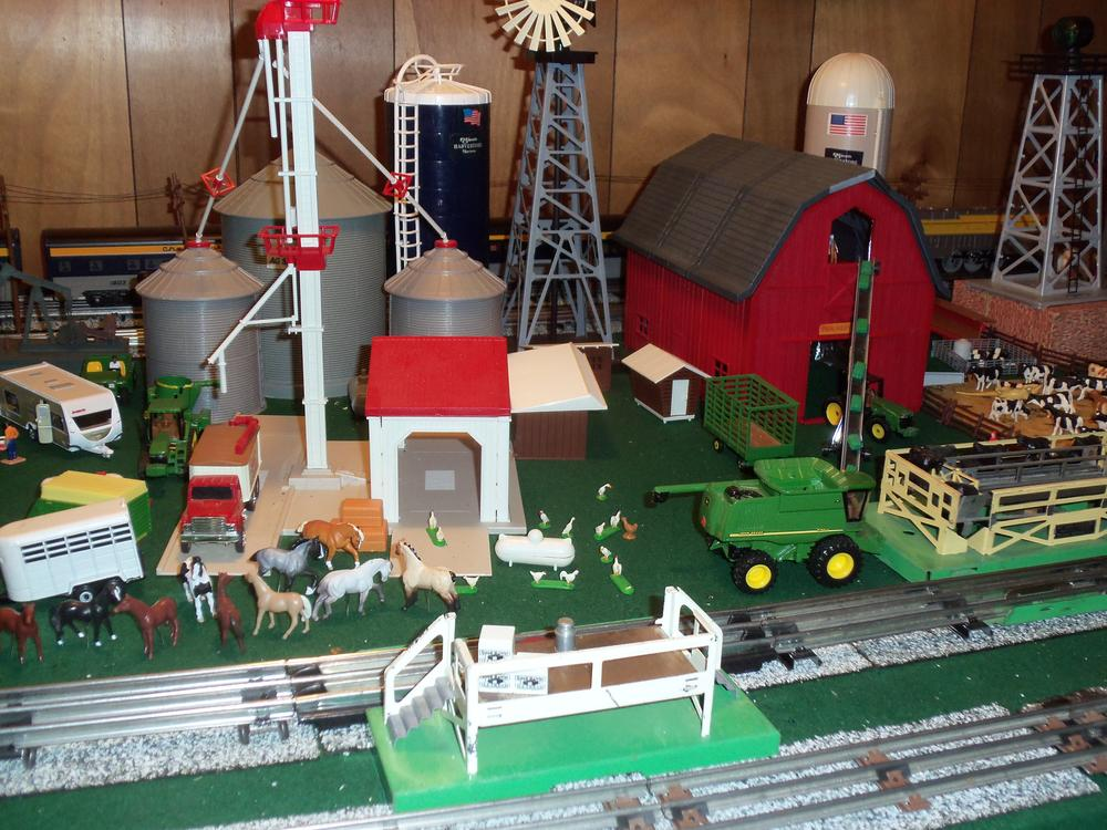 Ertl farm county on o gauge o gauge railroading on line for Model chicken set