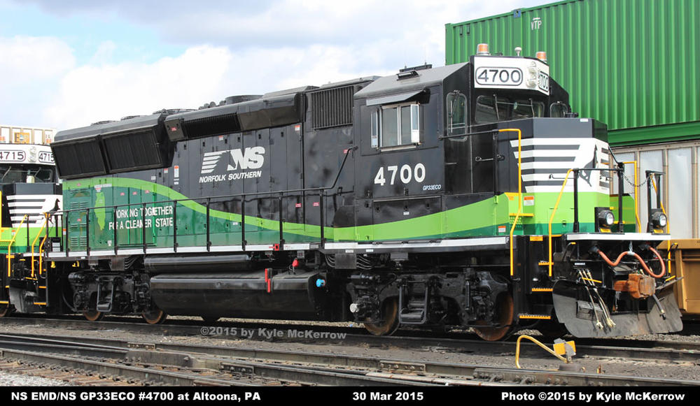 NS EMD GP33ECO / Painted in special two-tone green, white and black ...