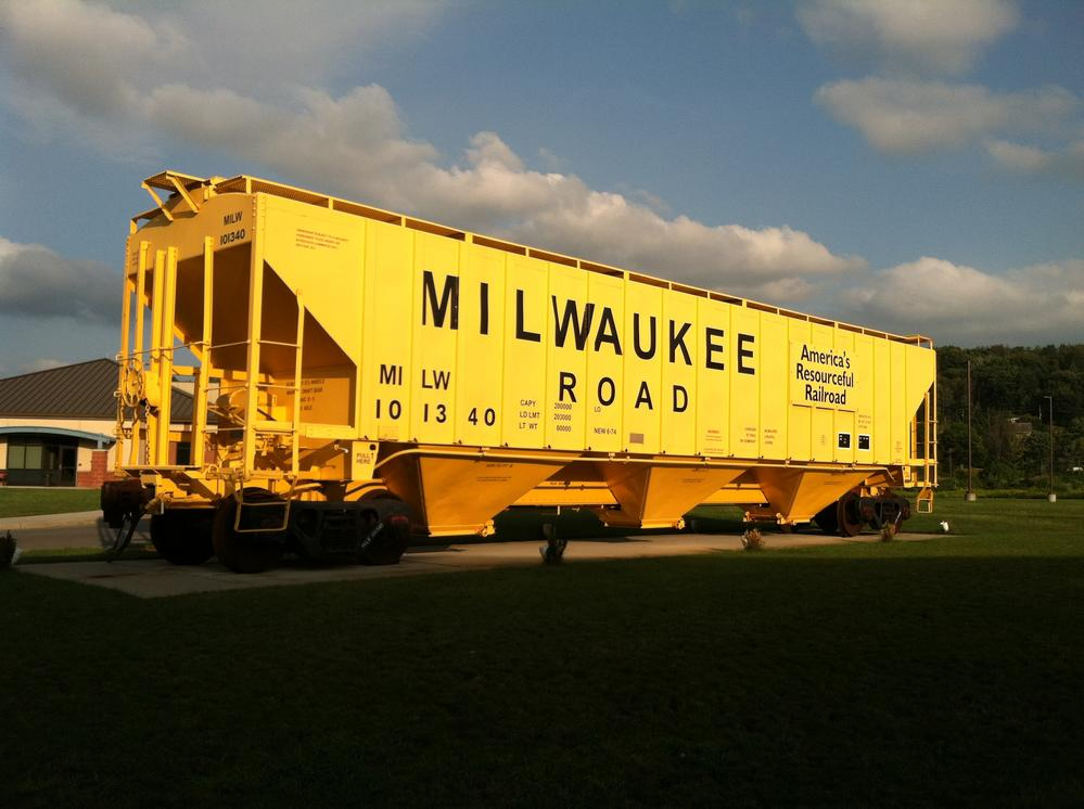 162 Mikwaukee Road Hopper Yellow