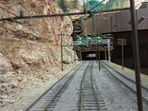 signal bridge 3 track 01