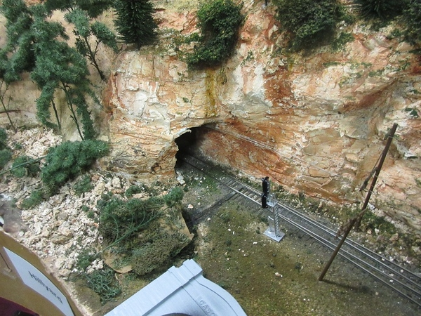 cascade tunnel portal 03