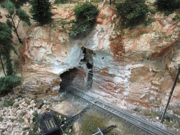 cascade tunnel portal 04