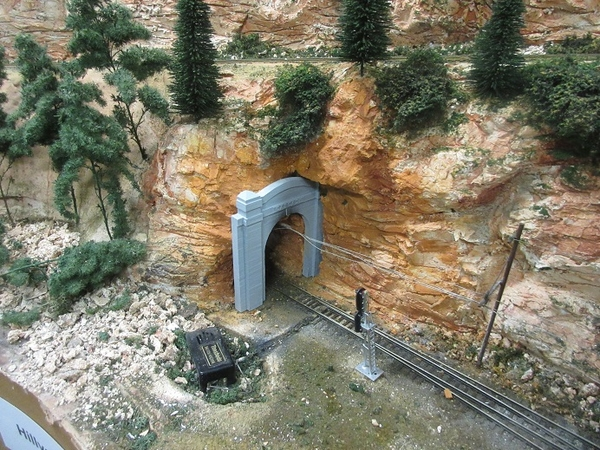cascade tunnel portal 07