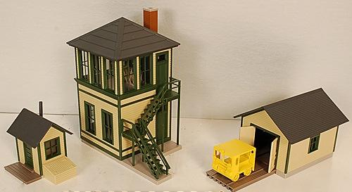 WALTHERS CORNERSTONE 933-2703 TRACKSIDE STRUCTURES GREEN VERSION