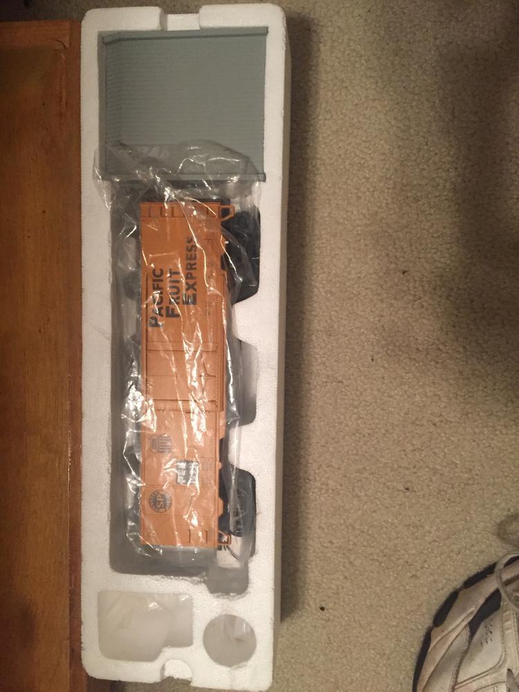for sale mth premier refrigerator cars o gauge railroading on line forum. Black Bedroom Furniture Sets. Home Design Ideas