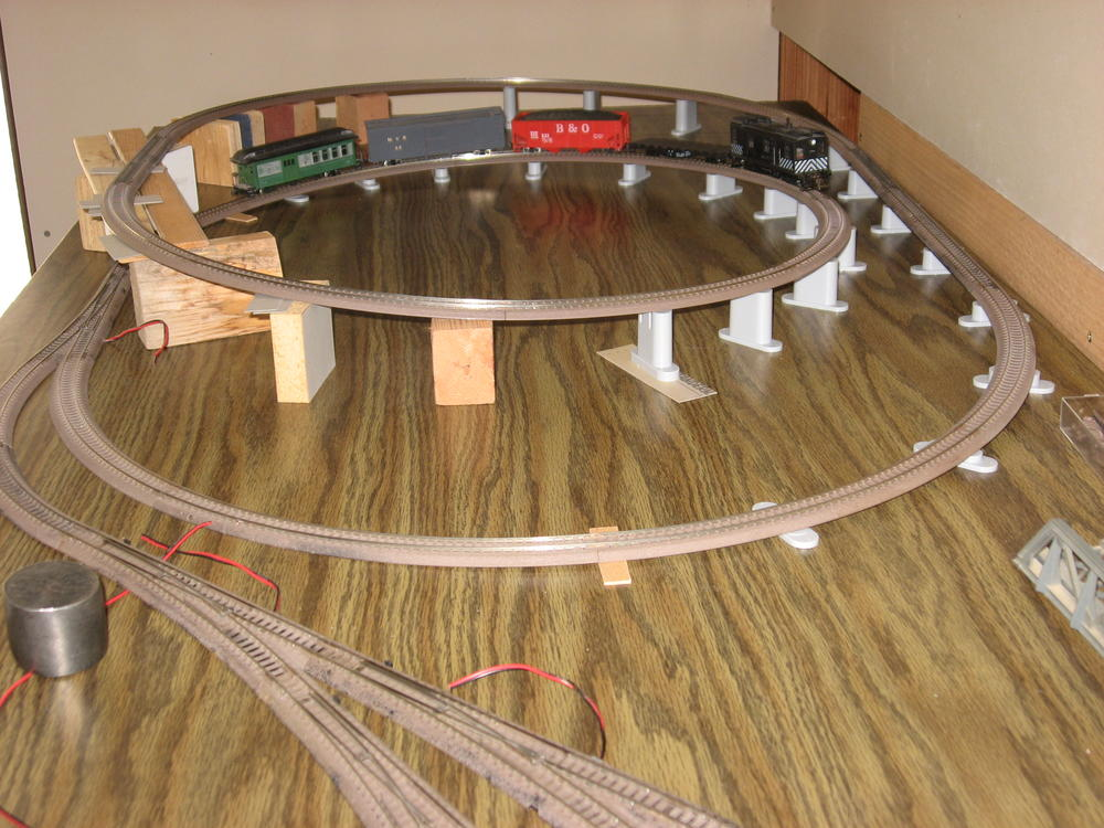 who here has an N Scale Kato Unitrack Layout   O Gauge