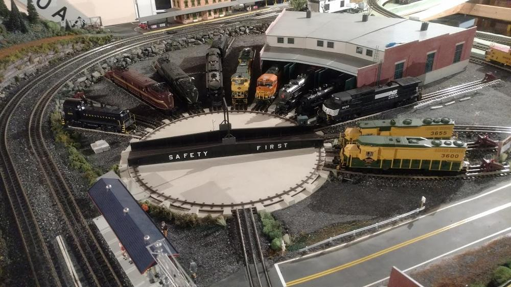 Atlas O Turntable with MTH realtrax and DCS O Gauge