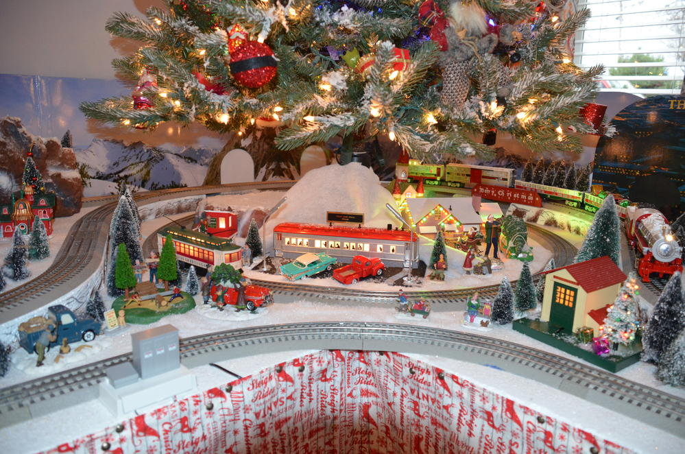 CHristmas Tree/ Train Layout For 2016