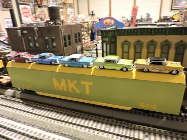 MKT 89' Autorack with 5 57 Chevys