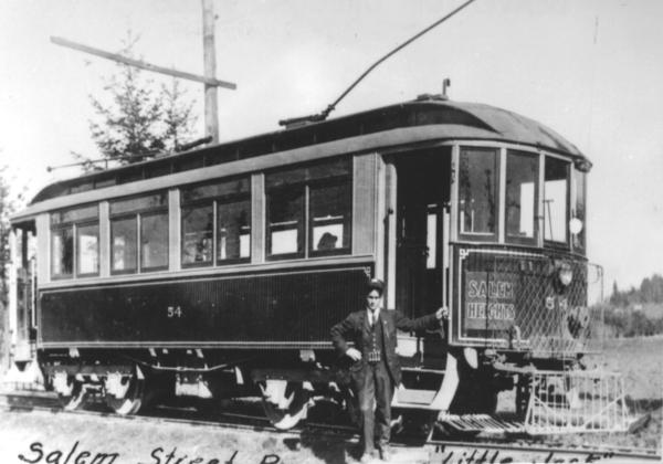 Salem_streetcars_refurbished_interurban_ca_1907
