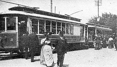 Walla_Walla_streetcars_passengers_board_WWVT_2_and_8_1909