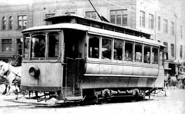 92a12b-20140613-streetcar1