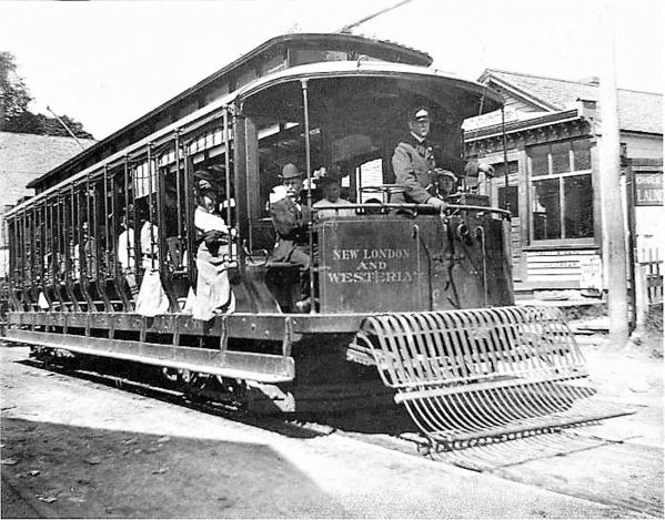 New_London_and_Westerly_trolley_in_Groton_circa_1915-700x548