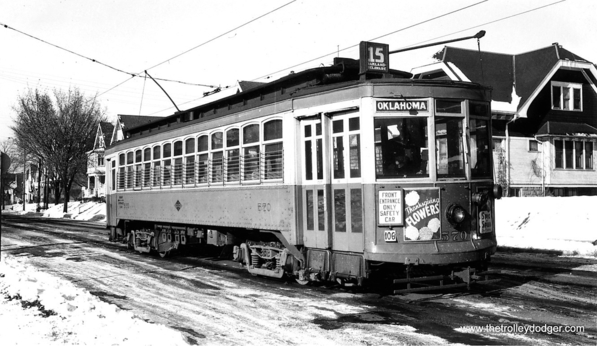 Milwaukee city streetcar 570 on route 15