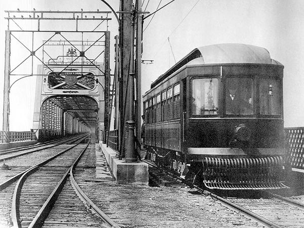 1st Montreal & Southern Counties tram arrives in Saint-Lambert via the Victoria Bridge