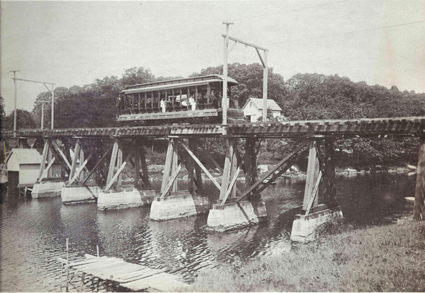 14_bench_car_on_Smith_Cove_trestle_Waterford_1906-700x483