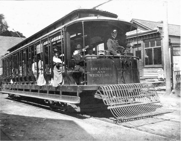 New_London_and_Westerly_trolley_in_Groton_circa_1915