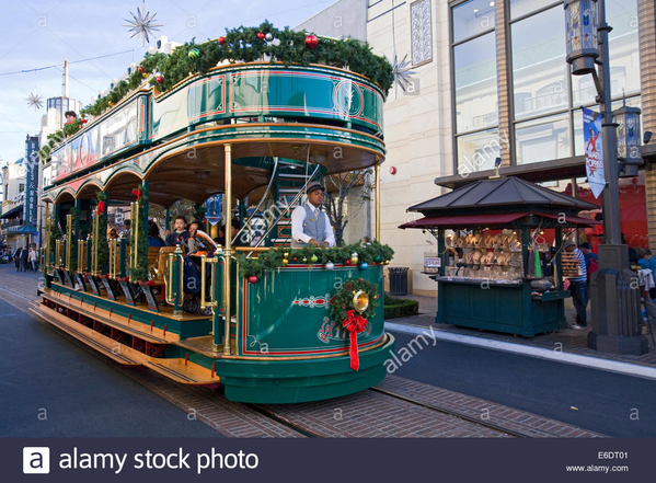 trolley-car-at-the-grove-at-christmas-los-angeles-california-usa-E6DT01