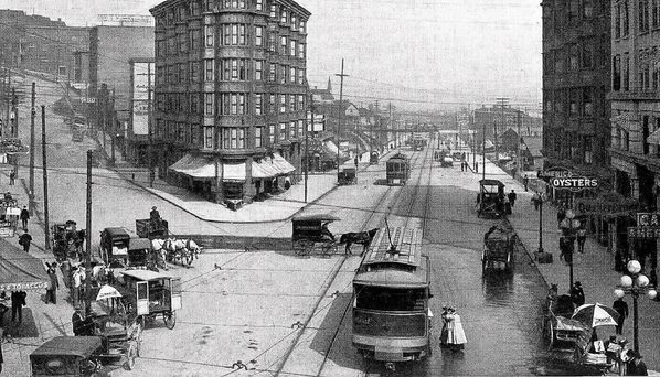 seattle_streetcar_historic_plazahotel