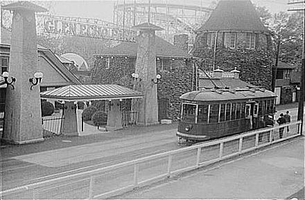 Trolley_at_Glen_Echo